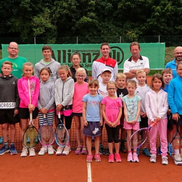 Tennisnachwuchs trainiert im Sommer beim TC BW